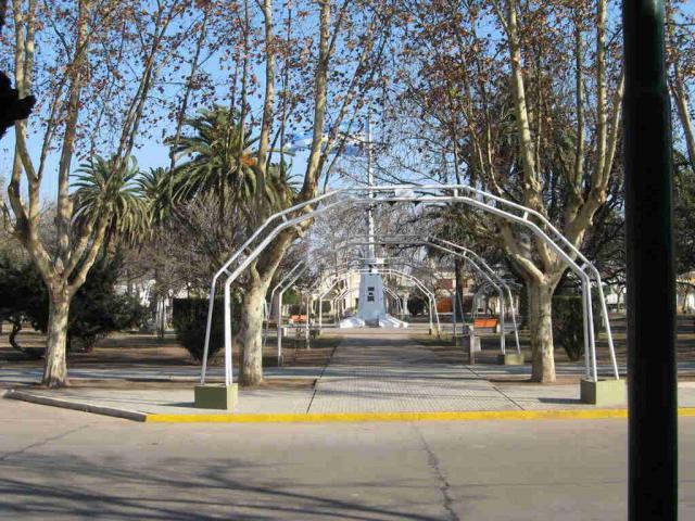 https://radio2000camilo.com.ar/wp-content/uploads/2013/04/3203-isla-verde-la-plaza-de-mi-pueblo1.jpg